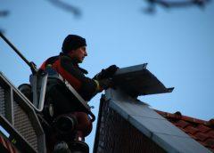 Brandweer rukt uit voor los gewaaid  daklood